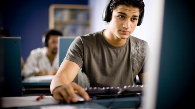 تصویر از ۴ تا از بهترین کلاس های آموزش برنامه نویسی کامپیوتر در ایران