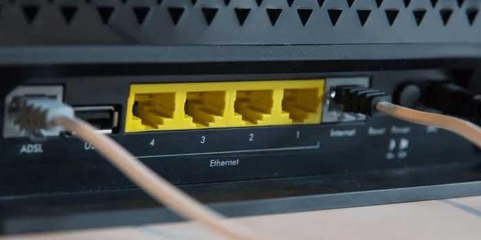 چک کردن اتصال کابل های پشت مودم
